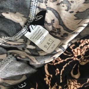 Pants & Jumpsuits - ⭐️CLOSET CLOSING Paisley leggings